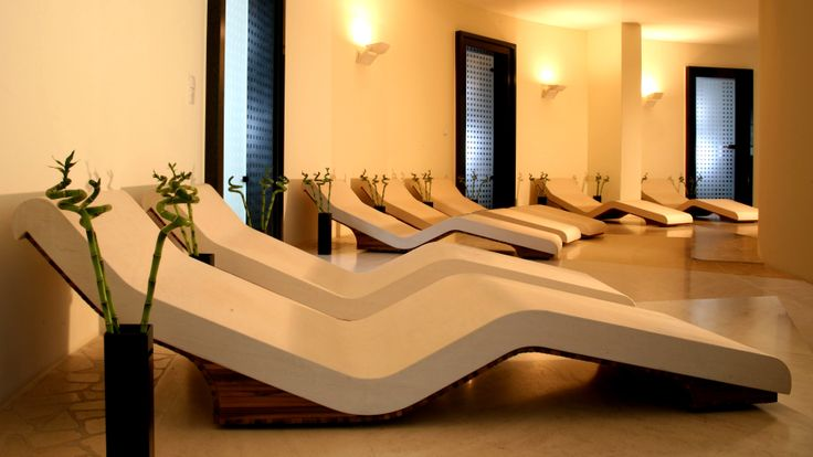 Relax in the warmth of a heated spa lounger from Leisurequip, the place to rest and relax.