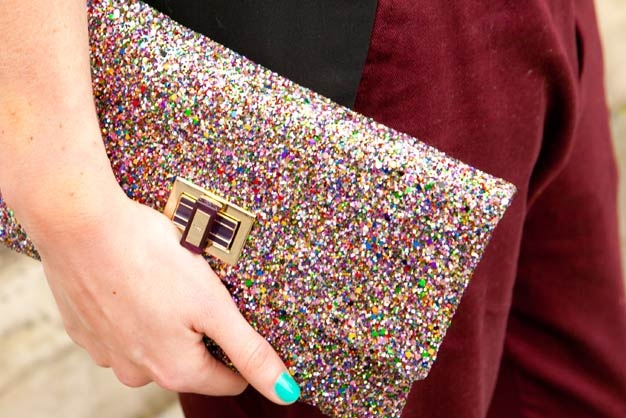Anya Hindmarch Valorie Glitter Clutch - 550 $ I dont care how cute this klutch is, its not worth a half thousand dollars!