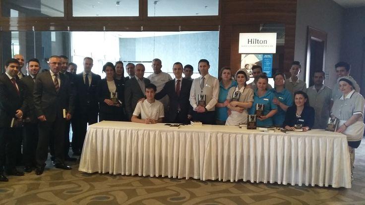 İmza gününde ekibimiz bir araya gelerek ''Gerçek Korku Hikayeleri'' kitabının heyecanını paylaştı. // Our team celebrated the launch of Furkan Kılıç's book.