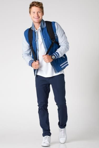 Kolej stili ve fit kesimiyle trendleri takip edenlerin seçimi DeFacto erkek kolej bomber mont.