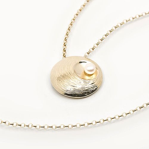Oyster Pearl Gold Pendant