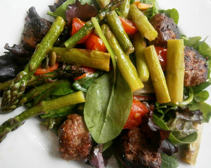 Grilled Venison meatballs, pan-fried asparagus, cherry tomatoes and pumpkin seeds and served with babyleaf salad and raw spinach.
