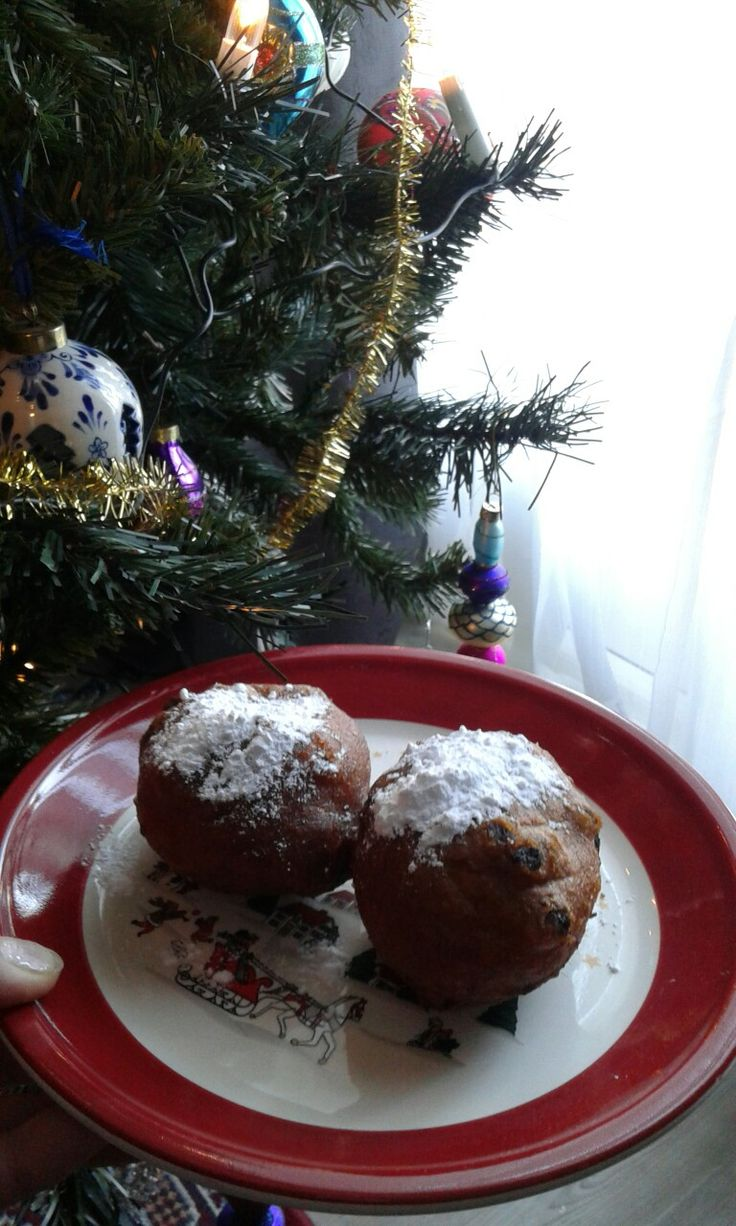 Oliebollen met de jaarwisseling. Sort of doughnut rolls with sultana's in deep fried, is traditional at new years eve and on new years day in the Netherlands.