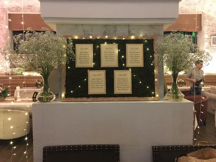 Рассадка для гостей во мху #свадьба #рассадка #мох #гипсофила #рустик #эко