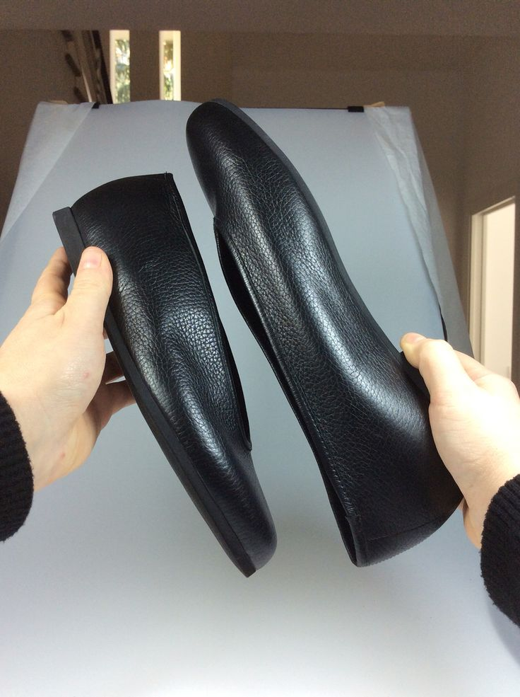 Unisex Ballet Shoes... ❤️ #wannamariafiori  #unisex #flat #ballet #flatshoes #balletahoes #fashion #black #mfw #pfw #pitti  #madeinitaly #realleather #soft #pic #potd #picoftheday  #ootd  #outfit  #outfitoftheday  #stilllife  #shot #hands #instafashion #top #topshoes #musthave #love #shoeslover #lifestyle ❤️ www.facebook.com/wannamariafiori ❤️