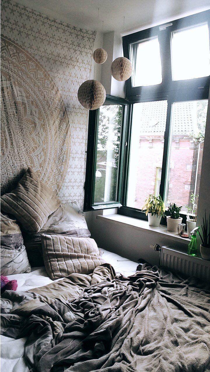 #hippieroom#room#hippie#chill#window#plants#bed#bett#wandtuch#mandala