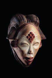 Masque mukuye Punu Gabon Bois polychrome : kaolin, poudre de padouk, charbon de bois