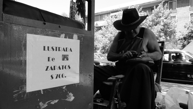 Lustrabotas de calle Providencia.