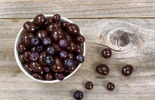Recette facile de bleuets enrobés de chocolat noir