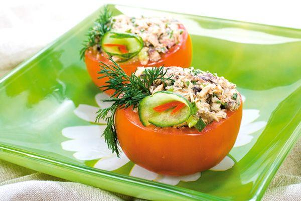 Ντομάτες γεμιστές με τόνο και φέτα