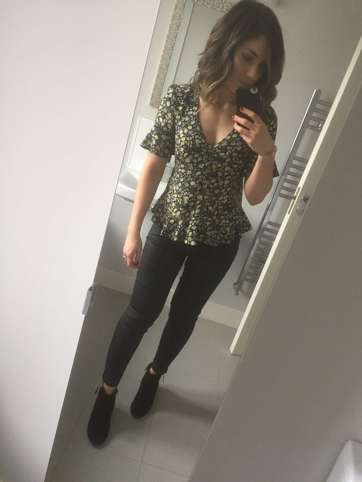 Our Ditsy Floral Tea Top, featured by @burpeesbabiesbeauty on Instagram. Click the selfie to shop the look! #oasisfashion