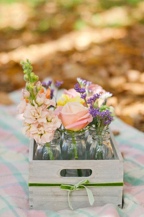 Cajas de madera con centros florales muy fáciles de hacer y perfectos para ésta época del año: http://www.decoratualma.com/es/house-doctor/1920-cajas-de-madera-herbs-flowers.html