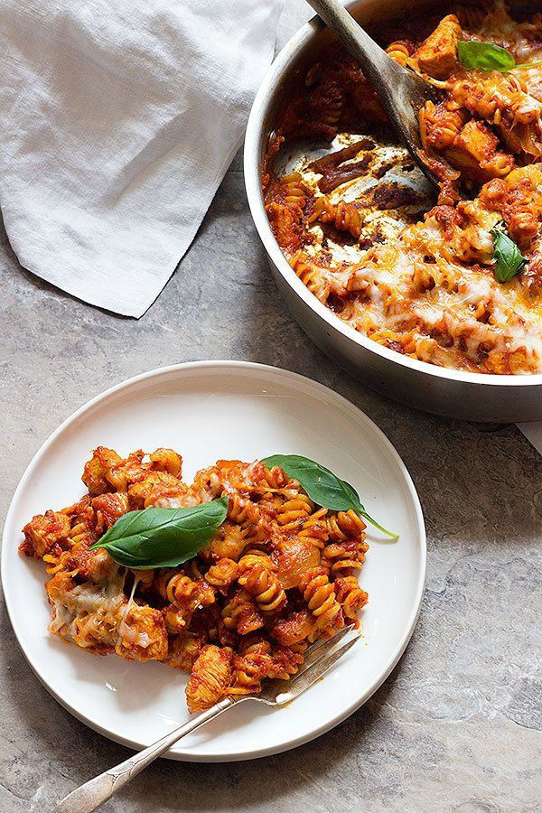 A Healthier Version Of An All Time Favorite This One Pan Chicken Parmesan Pasta