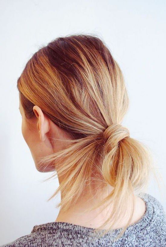 We kennen het; met lang haar grijp je vaak snel naar een elastiek voor een paardenstaart of knot. Maar er zijn natuurlijk veel meer kapsels …