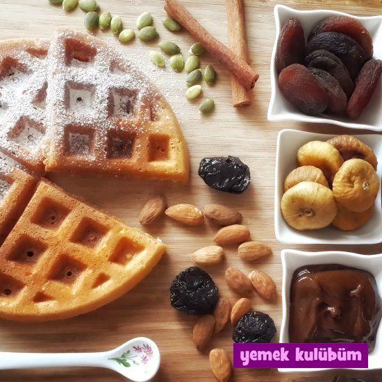 TARİF : Anadolu Usulü Waffle   #waffle #Anadolu #incir #üzüm #kuruincir #kuruüzüm #kayısı #kurukayısı kolay ve pratik Anadolu usulü waffle tarifi nasıl yapılır, farklı değişik çocuklar için tatlı kek pasta kurabiye çörek waffle tarifleri, kolay waffle tarifleri