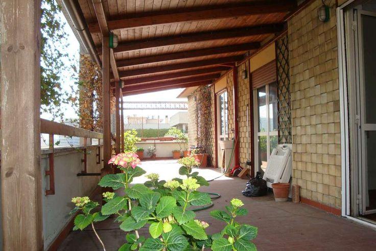 TERNI - attico con terrazzo di 67 mq. con tettoia in legno, con ingresso, soggiorno, cucina, ripostiglio, disimpegno, due camere da letto, bagno, cantina.