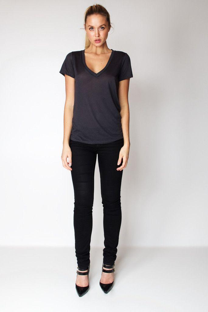 T-Shirt V Neck / Dark Grey