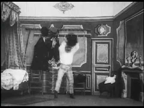 Going to Bed Under Difficulties (1900) - GEORGES MELIES - Le deshabillag...