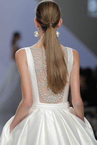 Vestidos de novia con pedrería 2017: Deslumbra a todos invitados el día de tu boda Image: 19