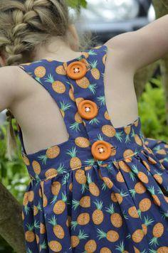 O vestido é de criança, mas a idéias vale pra adulto tbm! ♥