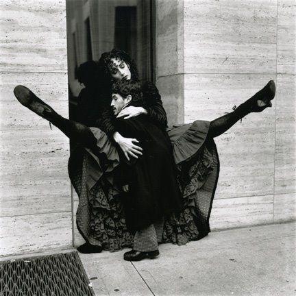 """Mujerícolas: Diane Arbus .""""La fotografia es un secreto que habla de un secreto. Cuanto mas te dice, menos te enteras """""""