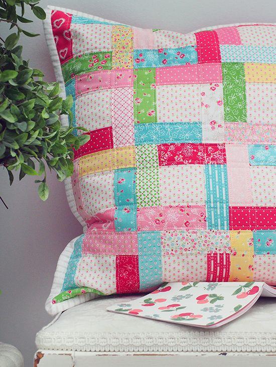 partial seam pillow tutorial | Pretty by Hand | Bloglovin'