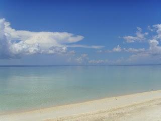 Einer der vielen Vorteile von Bantayan Island ist das es kaum Wind und Wellen hat. Die meiste Zeit im Jahr ist das Meer einfach Wellenlos und sogar für Kleinkinder zum schwimmen geeignet