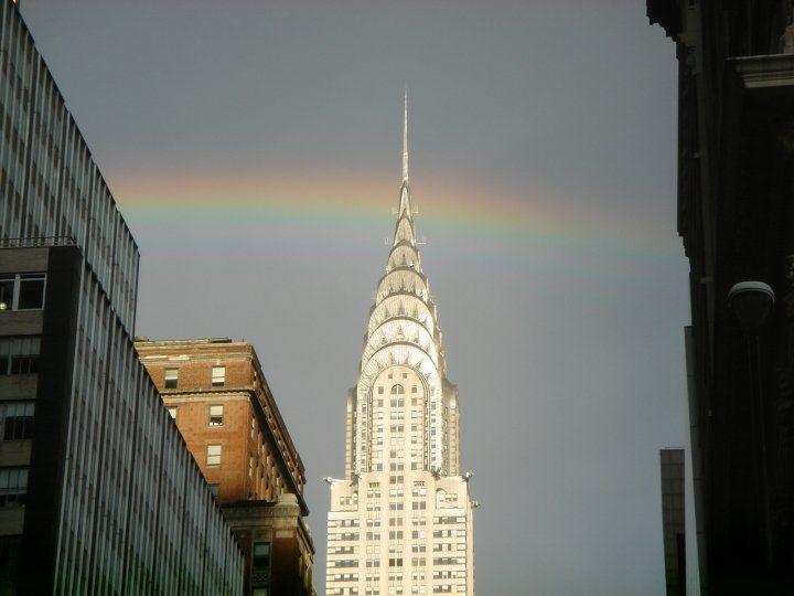 クライスラービルに虹が。