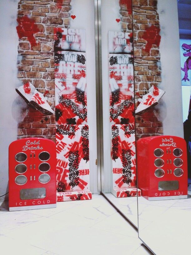 #wonderland #wonderlandcapri #designersvintage #wonderfulwearingwonderland #store #capriluxe #wonderland #photos_of_italy #vintage #newlook #xandrerock #christmas #cocochanel