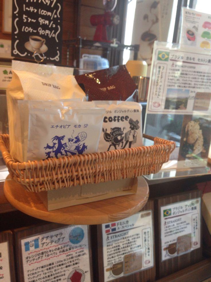 日本では最もお気にいりの店。二代目?店主と話しながら豆を選ぶ楽しさ。