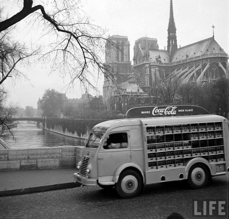 Le 4 avril 1950, à l'aube, l'opération est lancée.  La camionnette emprunte à vive allure le pont de l'Archevêché. La précieuse boisson doit être livrée encore fraiche...