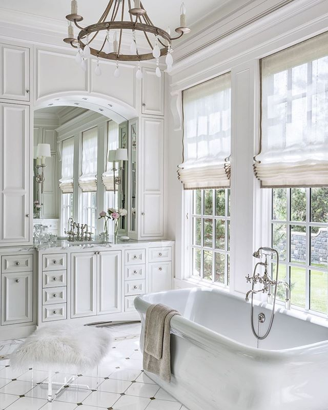 This classic master bath is fit for a queen. Lovely Thassos marble is highlighted with glass squares by @annsacks sand bordered with onyx makes for delicately beautiful custom flooring by Castle Tile & Hardwood #TileTuesday #InstaLuxe⠀ ⠀ #LuxeCO Sept/Oct⠀ Interiors: @suzannekasler ⠀ Architecture: Ruggles Mabe Studio⠀ Photography: @petervitalephoto