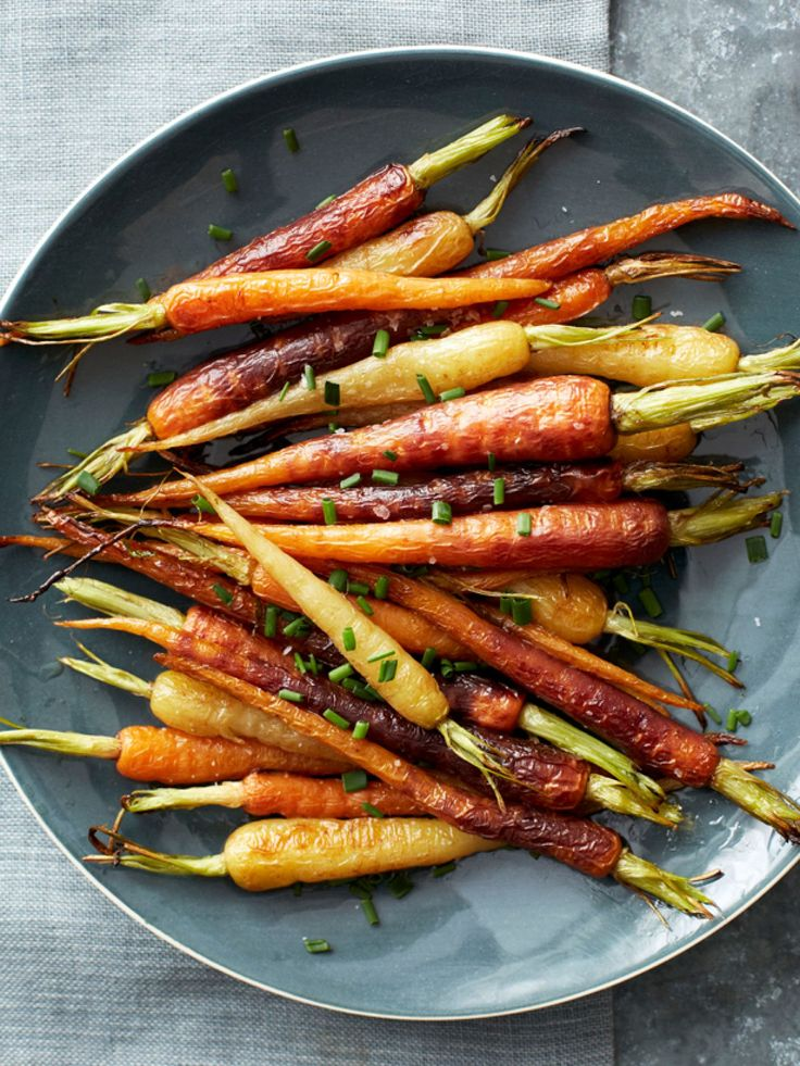 Roasted Rainbow Carrots : Multi-colored carrots are so tasty that they only need olive oil, salt and chives to become a simple side dish.