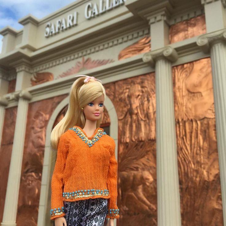 Baluarte Safari Gallery #madetomove #madetomovebarbie #barbie #style #barbiestyle #thebarbielook #fashion #doll #gram #mbli #karllagerfeld #millie #mackie #floral #sequins #leopard #gown #fab #travel #vacation #asia #ilocos #philippines #bridge #zoo #baluarte #vigan by iam.lillyberry