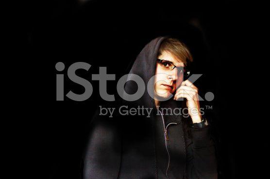 Young woman in sweat jacket with hood in the dark – lizenzfreie Stock-Fotografie