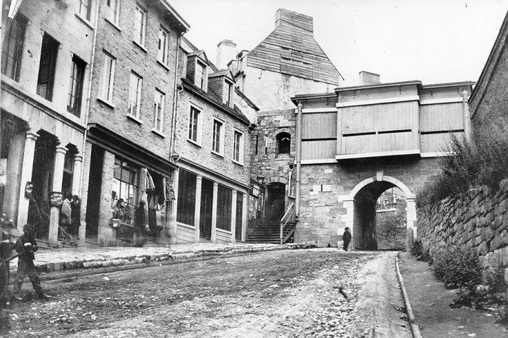 La porte Prescott de la côte de la Montagne avait un petit air un peu moins sympathique qu'aujourd'hui en 1870.