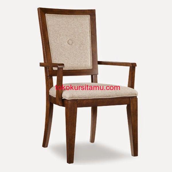 Kursi Makan Minimalis Jati Jok Tanganan W-04HAQ memiliki tampilan cantik terbuat dari kayu jati terdapat busa dan kain jok pada dudukannya yang nyaman.