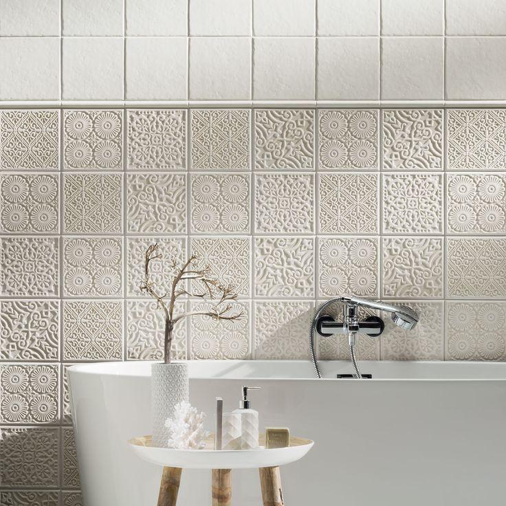 Tubadzin Majolika fürdőszobai termékcsalád Falicsempék mérete: 20×20 cm Termékcsalád színei: barna, krém, szürke Falicsempék felülete: fényes/matt Gyártási hely: Lengyelország Szállítási idő: ~1 hét