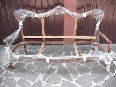 Rifacimento divano in stile: stato iniziale - Tino Mariani http://www.tinomariani.it/servizi.html