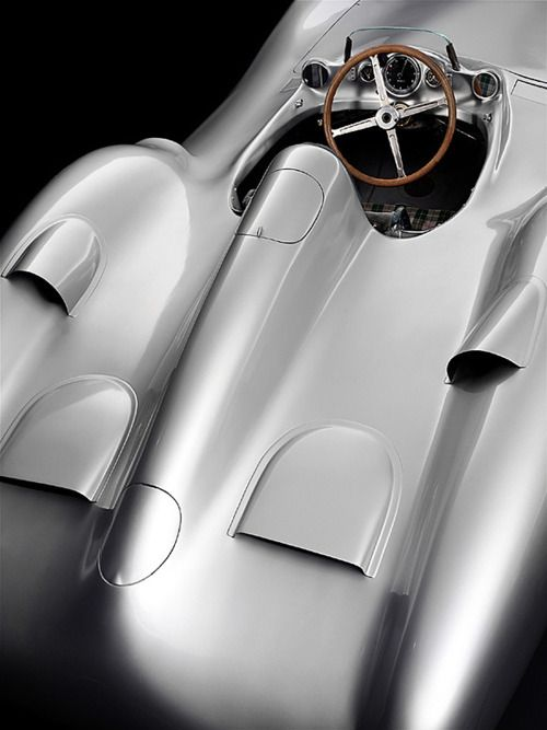 I have no idea what this is, but the rear vents could indicate Porsche. Beautiful bodywork.