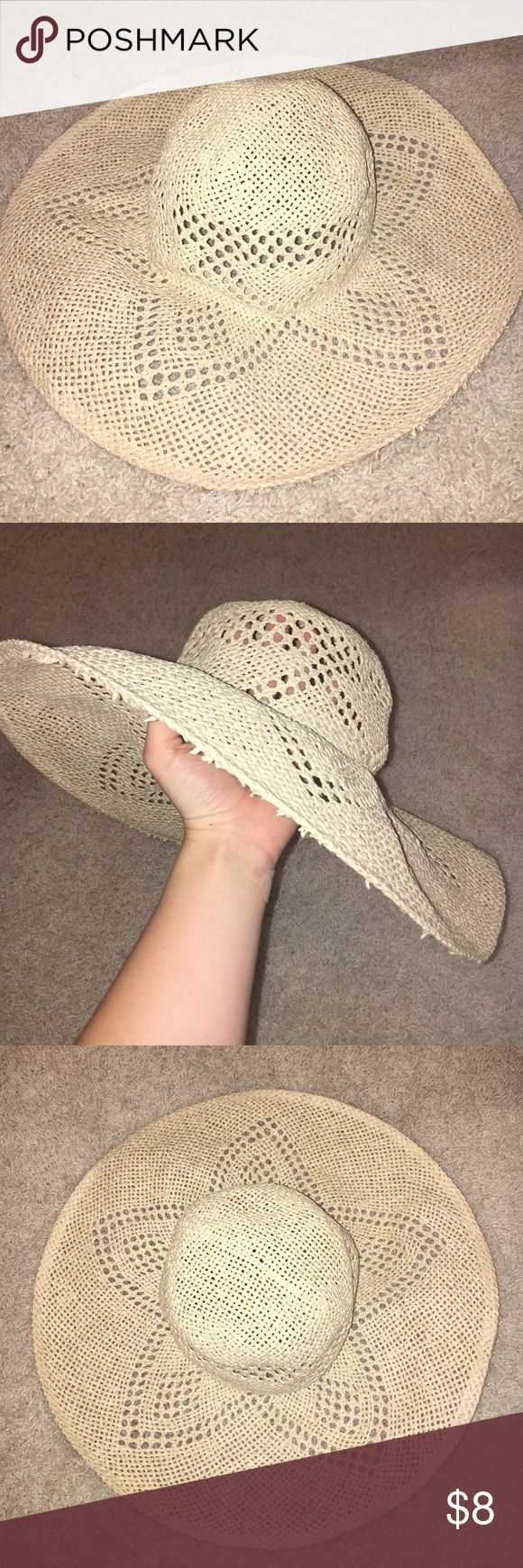 Forever 21 Straw hat Flexible straw hat, cute. Great for summer. Never worn Forever 21 Accessories Hats