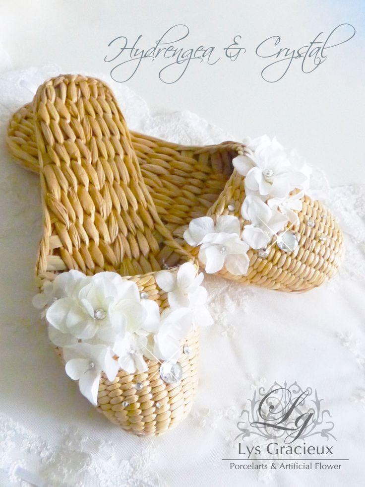 ★今年バージョンのガマスリッパはキラキラです☆ 札幌ポーセラーツ・フラワー・クレイLys Gracieux〜リスグラシュ〜, #Sapporo#Japan#Summer#slippers#hydrangea#white#room #札幌#円山#lysgracieux#リスグラシュ#ポーセラーツ#クレイ#フラワー#ポーセリンアート#ハンドメイド#porcelainart#porcelarts#clay#flower#handmade#beautiful#shoes