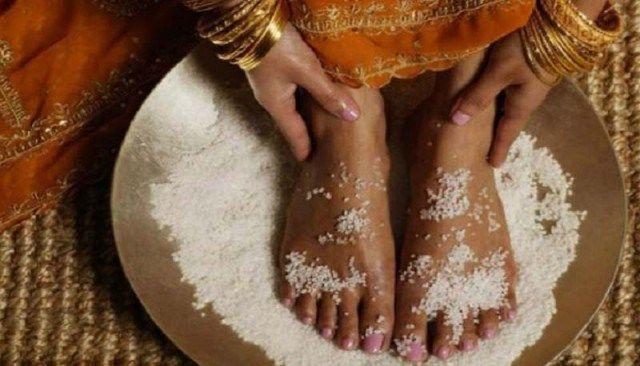 U mnoho národov sveta je soľ symbolom čistoty a poctivosti. Niet divu, že je soľ zaraďovaná do mnohých kozmetických, ale aj liečebných procedúr. Soľ sa už dlhšie používa pri tzv. Očiste tela…