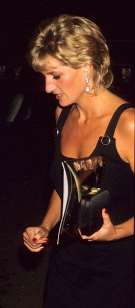 Princess Diana at the 1995 London film premiere of Apollo 13. Wearing a little black dress by Versace, and drop pearl earrings..