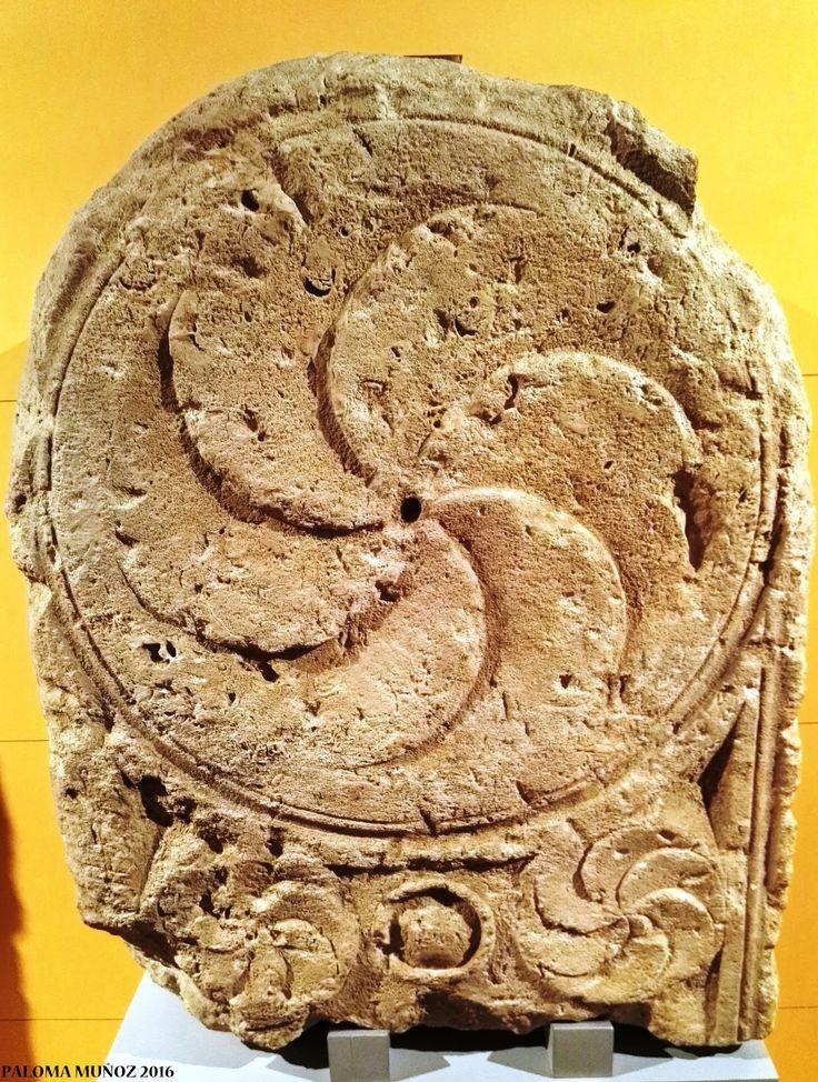 Estela romana. Monumento funerario imperial.  Roman stela. Imperial funerary monument.