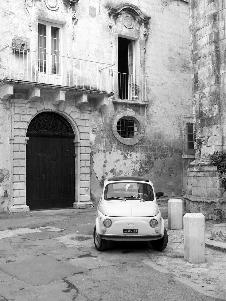 Fiat Nuova 500 im Centro Storico, dem historischen Stadtkern von Monopoli, Apulien, Süditalien.  / /  casapolpo.com (Ferienwohnung) CASA POLPO appartamento #italien #apulia #monopoli #puglia #italia #urlaub #ferienwohnung #casapolpo #travel #italy