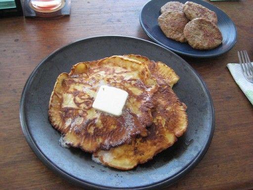 Duitsland – pffankuchen Ook bij onze oosterburen worden pannenkoeken regelmatig gegeten, maar dan onder de noemer pfannkuchen (hoe kan het ook anders?). Deze variant lijkt op een combinatie tussen de France crêpes en Nederlandse pannenkoeken.