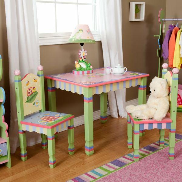 kindertisch und st hle sieht einfach niedlich aus beispiele f r r ume zimmer. Black Bedroom Furniture Sets. Home Design Ideas