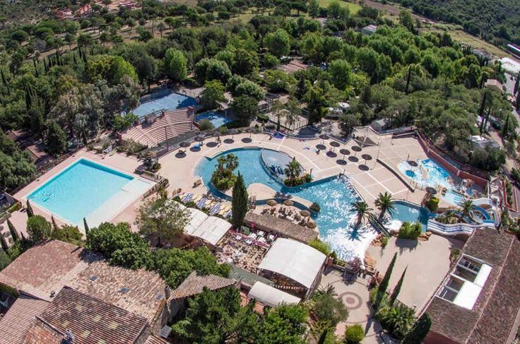 Entre Cannes et Saint-Tropez, dans un superbe parc naturel boisé de 60ha et à seulement 10mn des plages de sable fin, passez vos vacances au Domaine de la Bergerie. L'#Espace #aquatique d'une surface totale d'eau de 1400 m2 est composé d'un grand bassin extérieur de natation de 400 m2, d'un parc aquatique de 1000 m2 avec rivière, #toboggans, cascade, #jacuzzis, composé de 2 bassins dont un chauffée hors saison et d'une #Piscine intérieure chauffée de 80 m2, ...