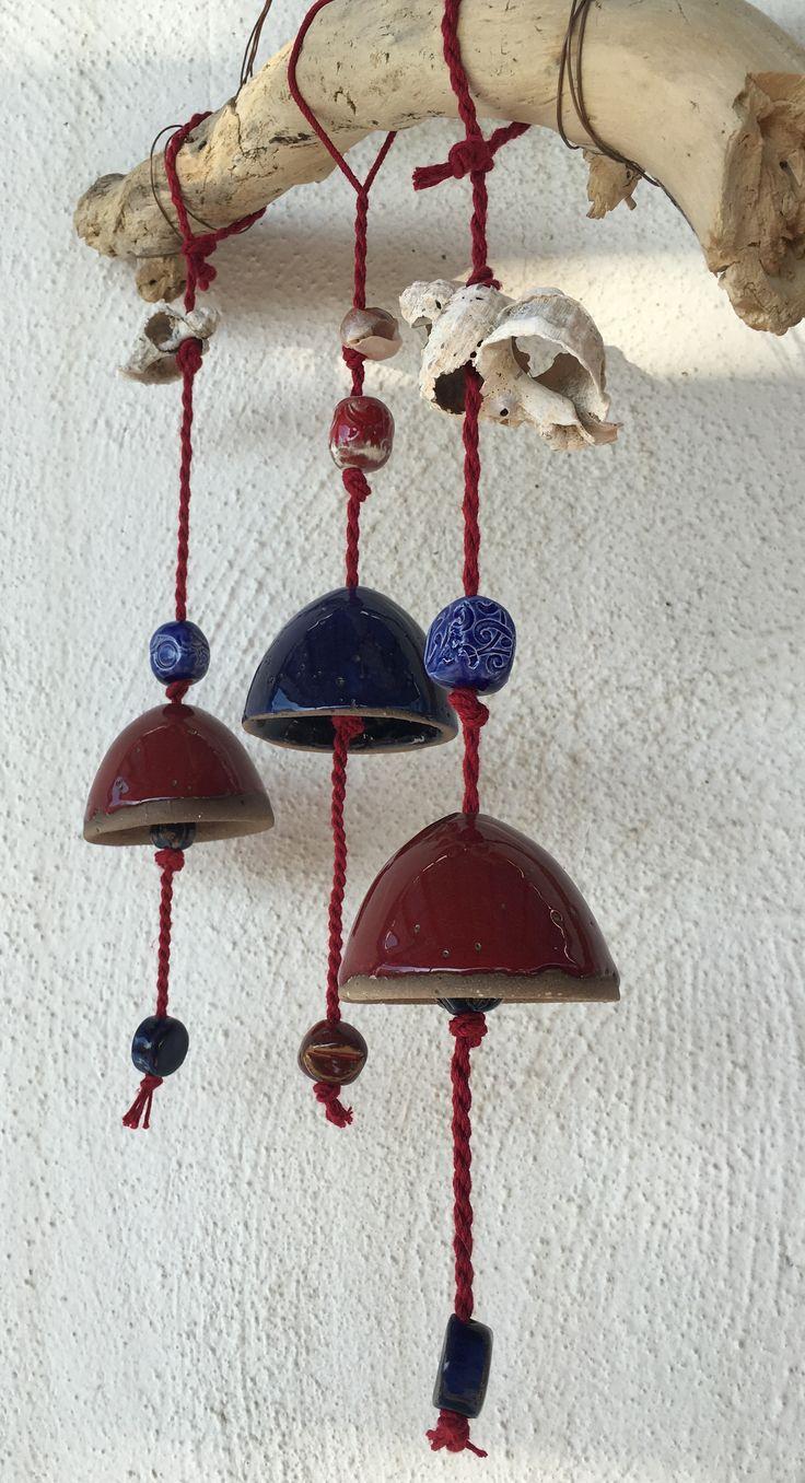 Campane in ceramica sospese ad un pezzo di legno regalatomi dal mare